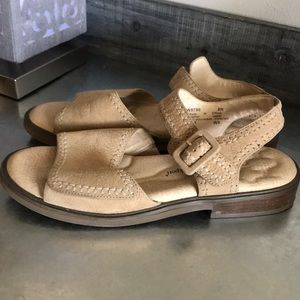 Rockport tan comfort sandals size 8 narrow